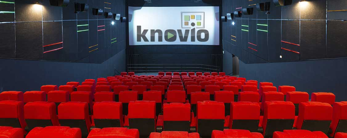 audience-awaits-Knovio